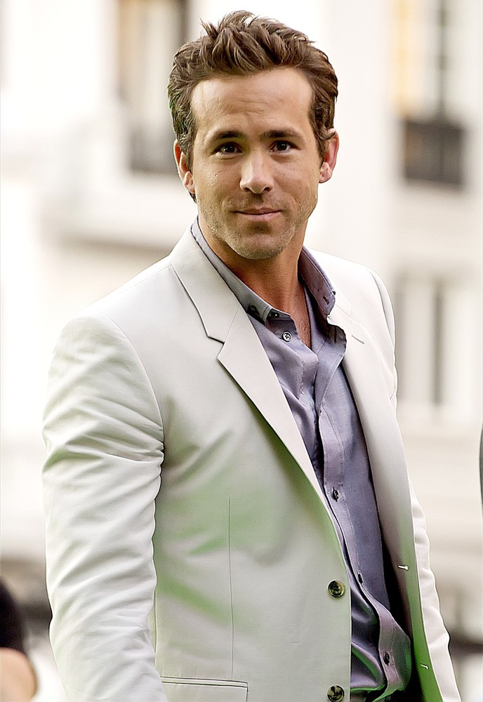 ryan-reynolds-spain-premiere-green-lantern-02